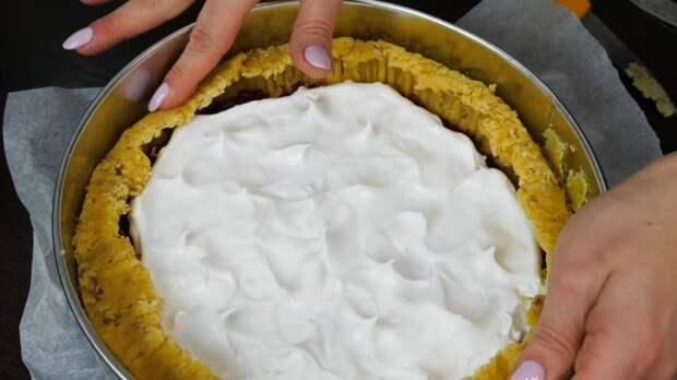 Пирог объедение с клюквой и безе