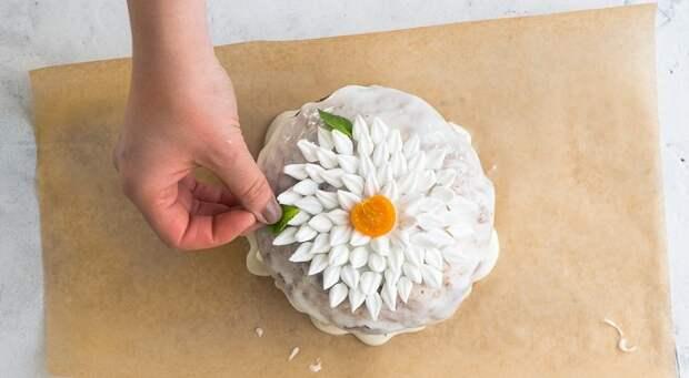 Как украсить пасхальный кулич: 2 необычных способа