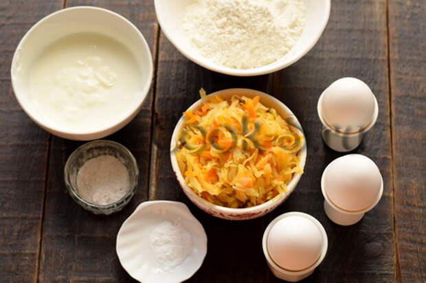 Очень вкусный пирог с капустой (секрет в заливном тесте на сметане)