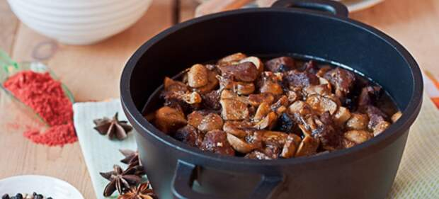 подливка с мясом и грибами