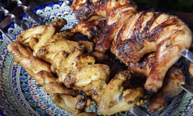 Превращаем курицу в два вида шашлыка: настаиваем в разном маринаде