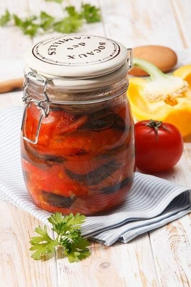 Закуска из баклажанов с томатным соком. Фото: Олег Кулагин/BurdaMedia