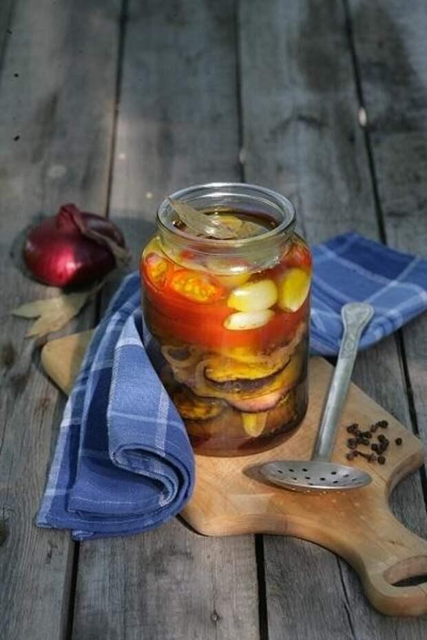 Баклажаны с помидорами в масле. Фото: Екатерина Моргунова/BurdaMedia