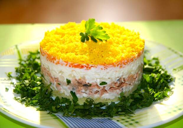 Салат мимоза с консервами рецепт