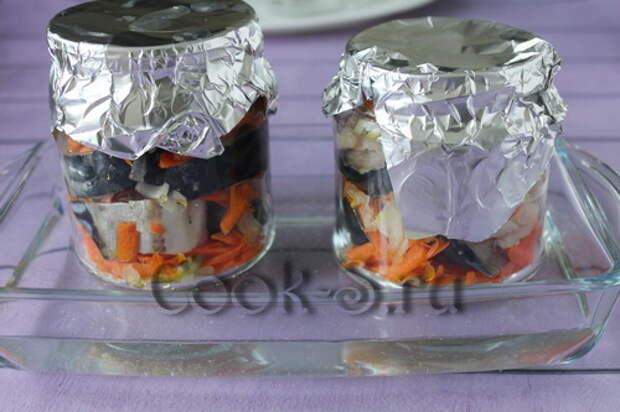 скумбрия в банке в духовке с луком и морковью