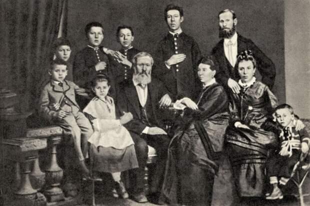 Караси в сметане: Чехов знал толк в еде и умел о ней написать