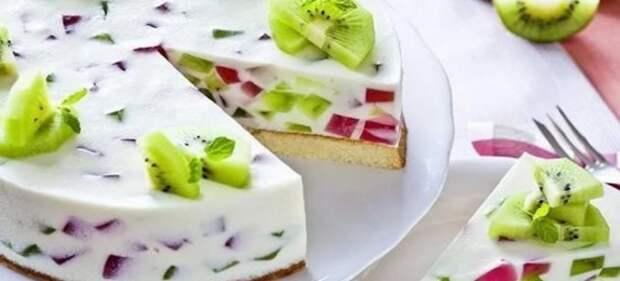 торт с желатином и фруктами без выпечки