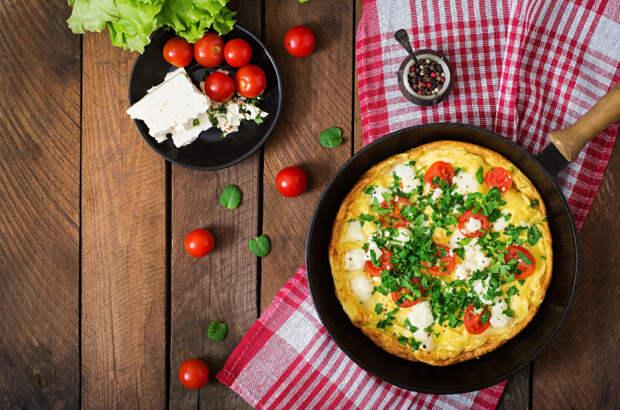 Не хуже, чем в ресторане: 5 аппетитных рецептов омлета и яичницы