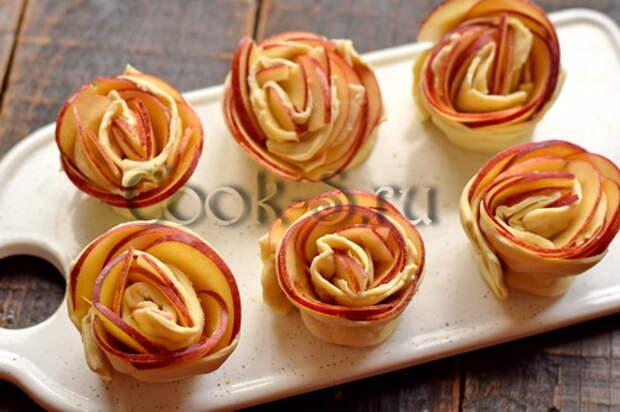 Яблоки + слоёное тесто = нереально красивые «розы» к чаю (идеально, когда хочется вкусненького, а времени нет)