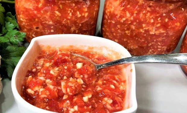 Острая помидорная аджика: варить не нужно, смешиваем и кладем в банку