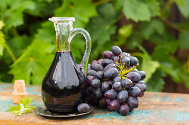 Винный уксус готовится из виноградных виноматериалов