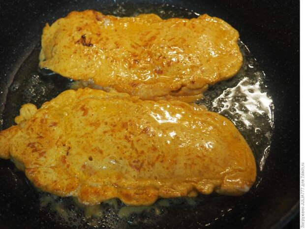 Рыбка в сырном кляре со свежими томатами