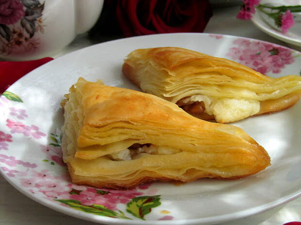 """""""Şöbiyet"""" - Вкуснейшая слоеная турецкая сладость с начинкой из манного крема и ореха, пропитанная щербетом"""