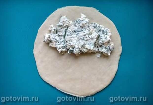 Чебуреки с творогом, сыром и зеленью (Ругувачки), Шаг 05