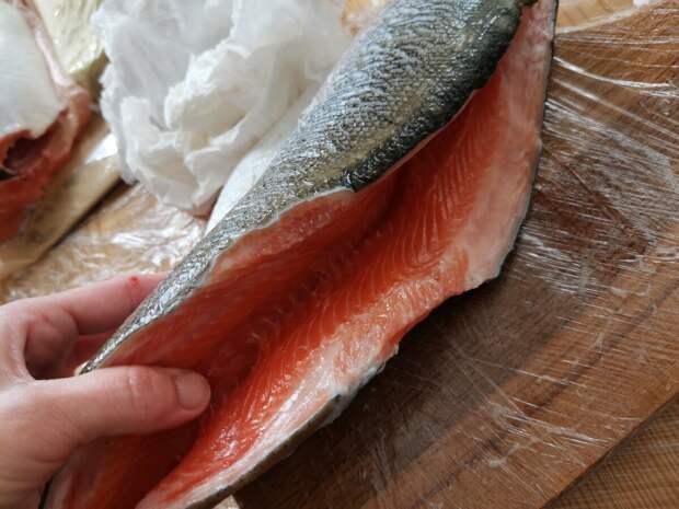 Красную рыбу солим двумя способами