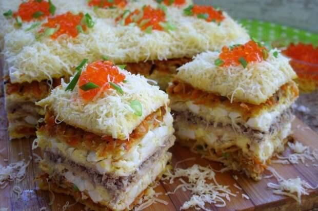 Вафельный торт с начинкой из рыбных консервов. \ Фото: travel-dom.ru.