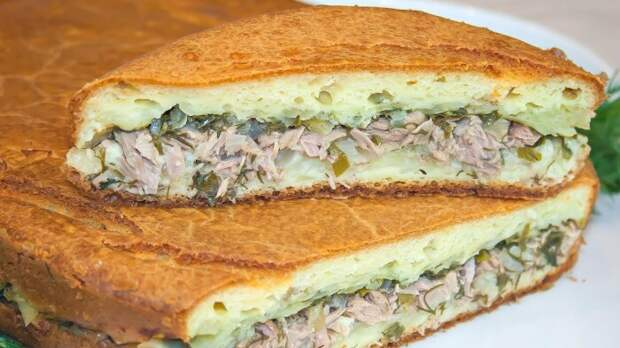 Заливной пирог с рыбой и картофелем. \ Фото: youtube.com.