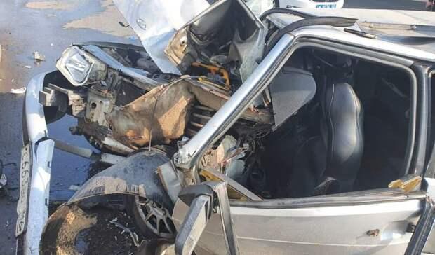 ВУфе в автоаварии пострадали три человека после въезда в столб