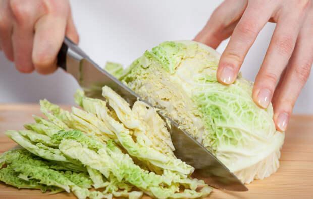 Верный способ тонко нарезать капусту, не используя нож или терку для шинкования